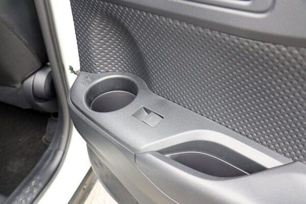 C-HRの後部座席ドアパネル