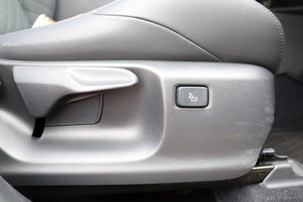 C-HRの運転席電動ランバーサポート&シートリフター