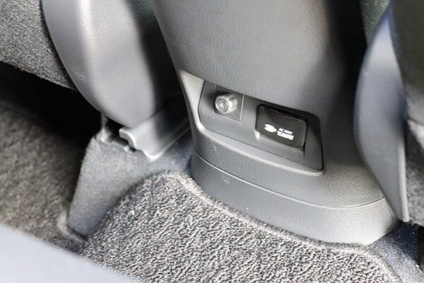 C-HRの後部座席アクセサリーコンセント