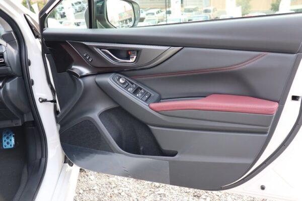 レヴォーグ運転席のドアパネル