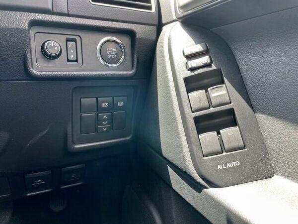 プラドの運転席スイッチパネル