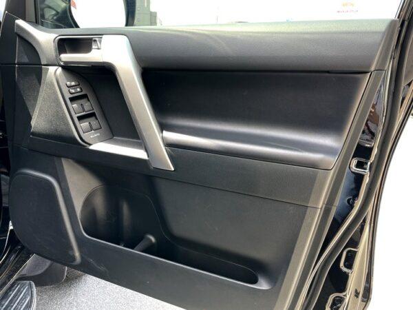 プラドの運転席ドアパネル