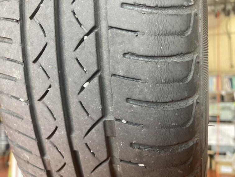 タイヤの溝のすり減り